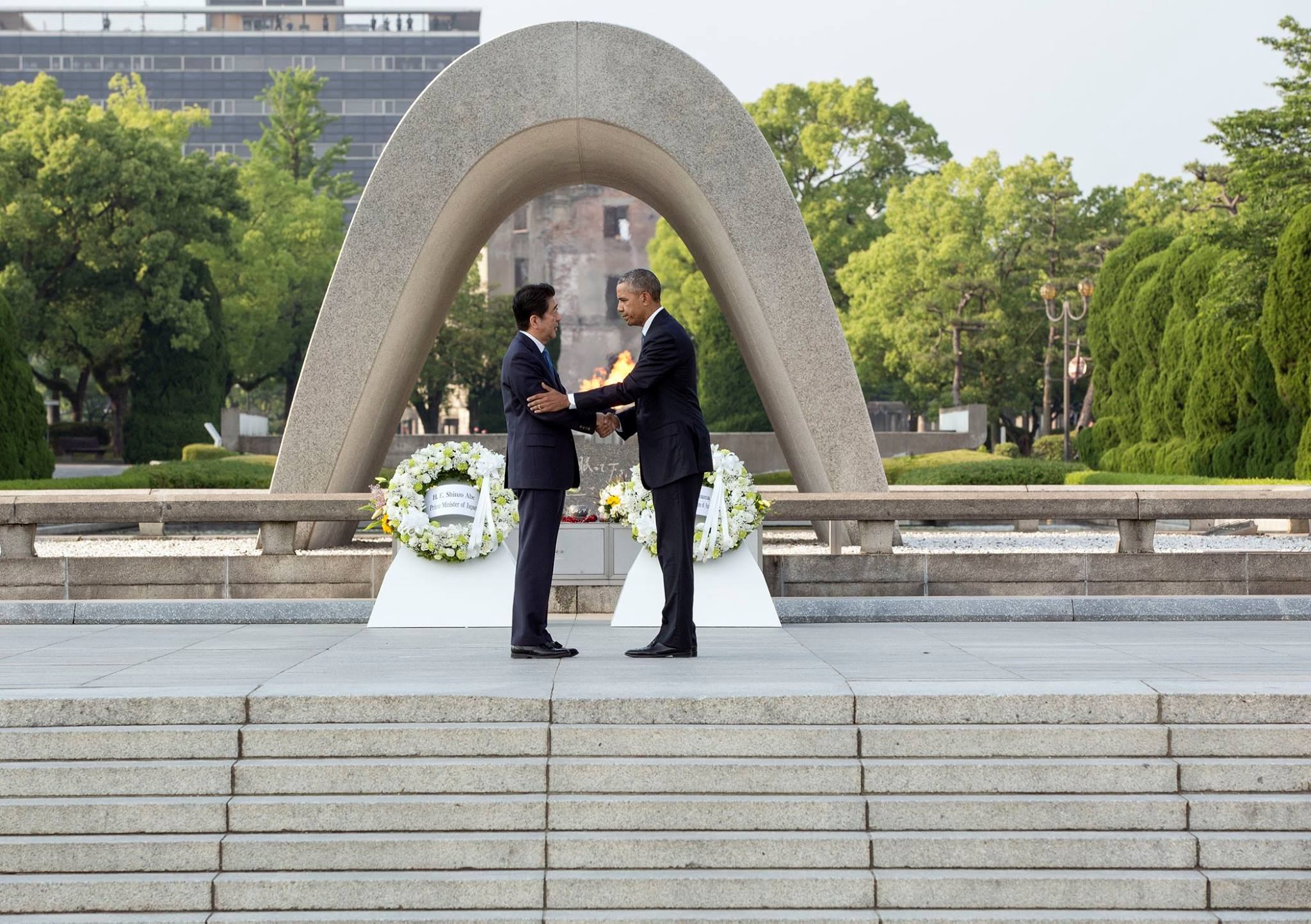 Prime Minister Shinzō Abe and President Barack Obama shaking hands at the Hiroshima Peace Memorial Park
