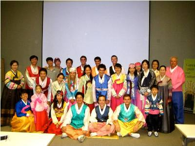 CMC and Yonsei students in traditional Korean attire