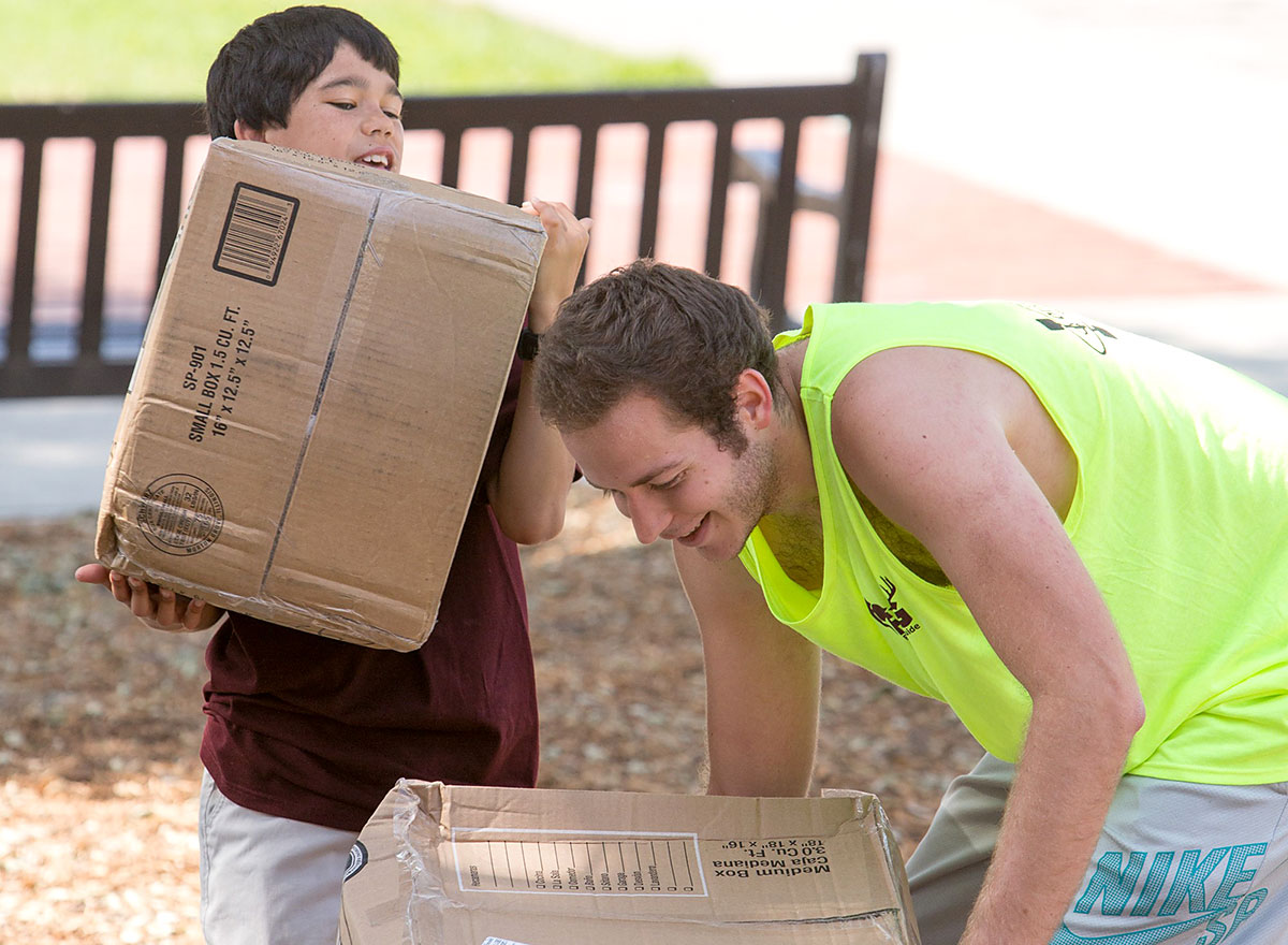 First Year Guides help new students move in