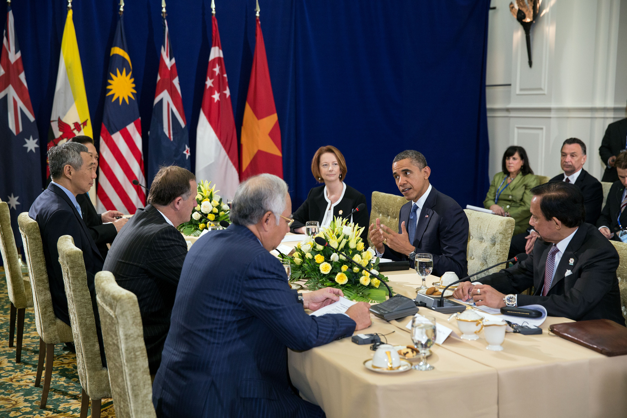 Barack Obama meeting with various Asian heads of state to discuss TPP