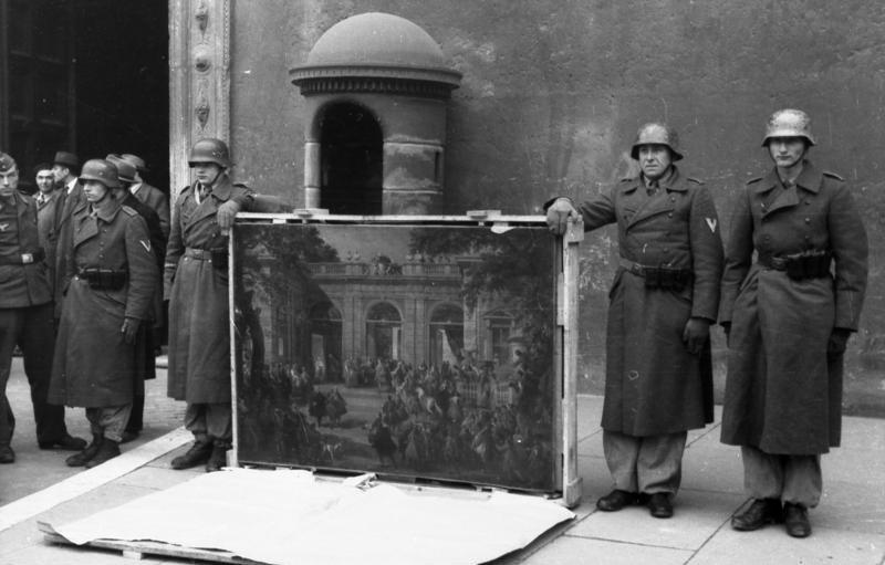 German soldiers of the Hermann Göring Division posing in front of Palazzo Venezia in Rome in 1944 with art  taken from the Biblioteca del Museo Nazionale di Napoli.
