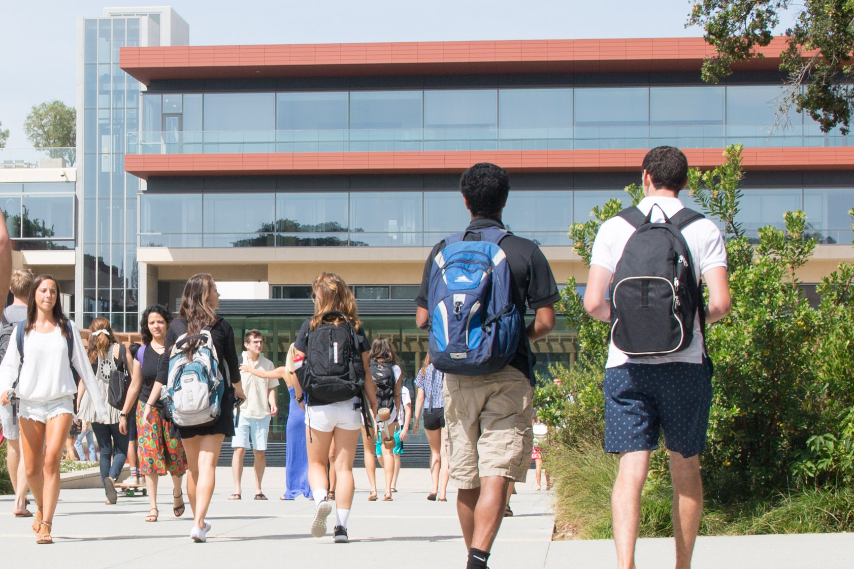 Students walking to and from CMC cube