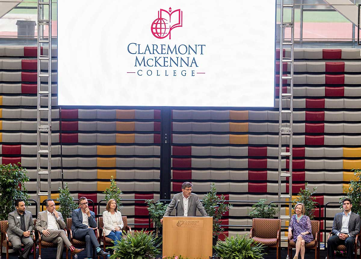 Hiram E. Chodosh speaks at Move In Day event