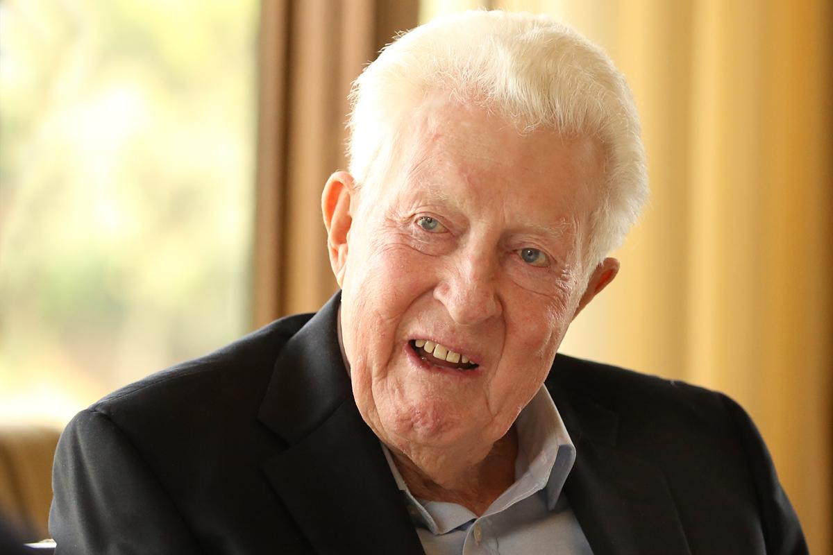 Robert L. Emett '50, CMC life trustee and generous benefactor, dies at 93