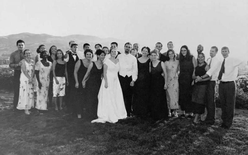 Black and white photo of Adam Wight '00 and Sherry DeLauder Wight '00's CMC wedding party