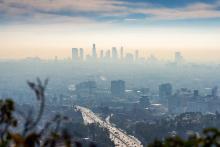 Los Angeles skyline in smog ©Allen.G - stock.adobe.com
